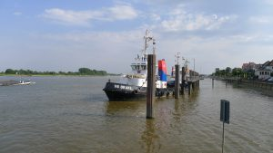 Brake harbour, Weser river, Germany - H2slOw